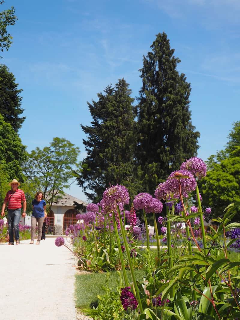Spaziergang durch den schönen, frühlingshaften Stiftsgarten in Kremsmünster ...