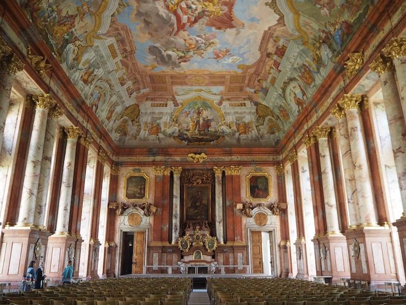 ... der prachtvolle Marmorsaal, welcher für Veranstaltungen und Festivitäten aller Art genutzt wird ...