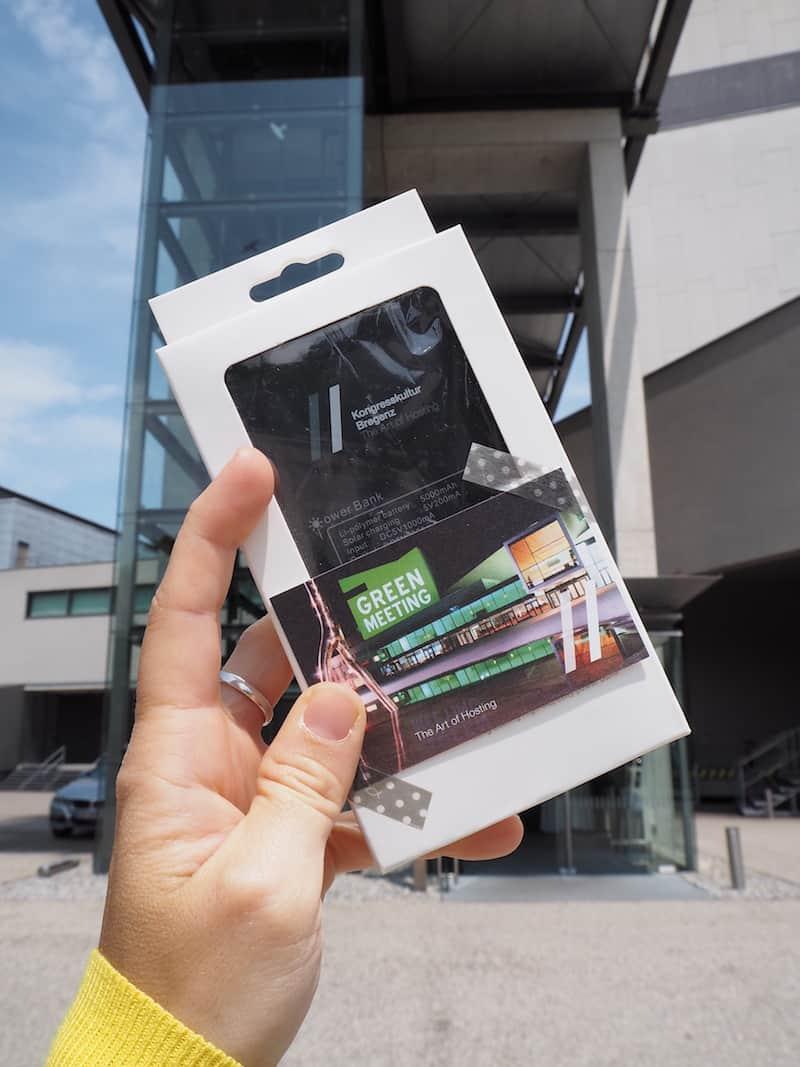 Cool, dass uns das Kunsthaus Bregenz da mit solarbetriebenen Ladegeräten für unterwegs versorgt ...