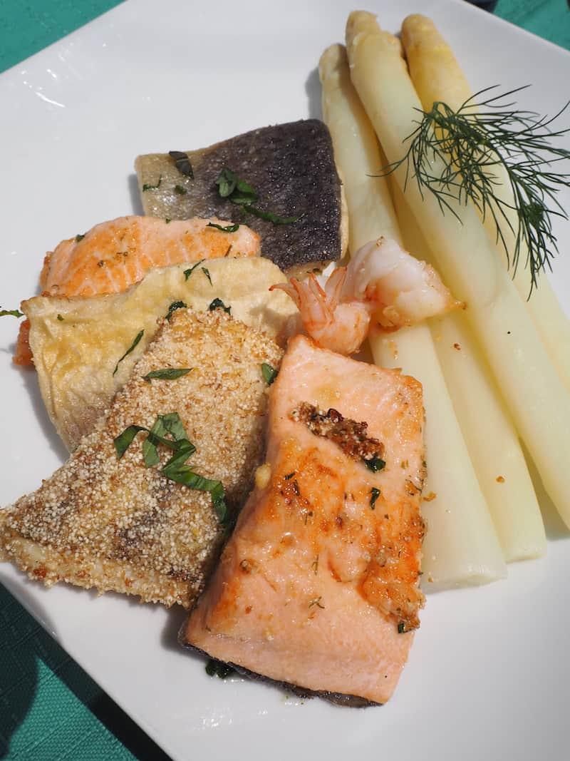 """... mit regionalen Köstlichkeiten wie den """"fünf Fischen"""" aus dem Bodensee ..."""