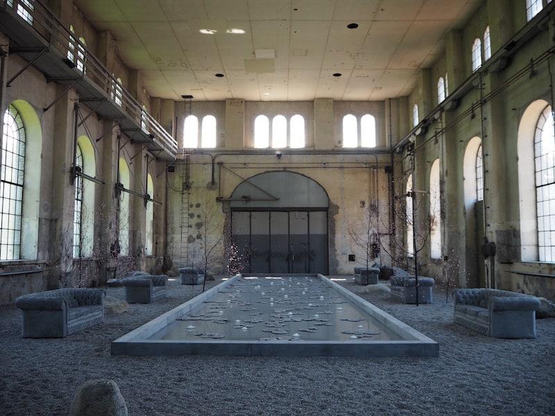 """... gleich mit dem ersten Kontrasterlebnis: Der neu eröffnete Kunstraum """"inatura"""" im gleichnamigen Museum ..."""