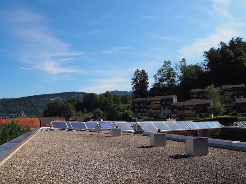 ... und Moderne gleichzeitig, wie hier beim Blick auf die Solarpaneelen am Dach des Sternenhotel Wolfurt.