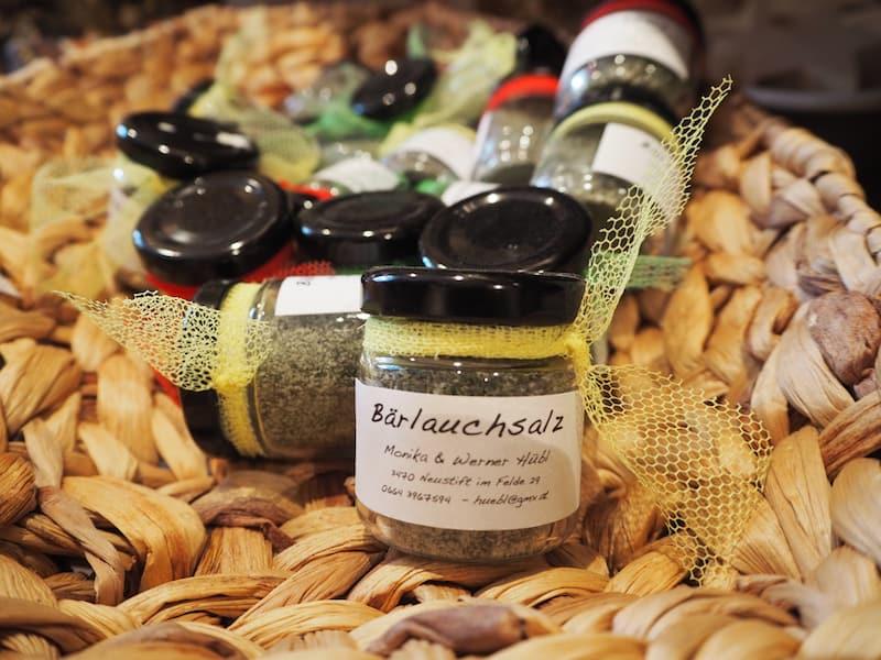 ... sowie auch aus der näheren Umgebung stammen die Zutaten für die vielen feinen, kleinen bäuerlichen Produkte, die Monika Hübl gemeinsam mit ihrem Mann erzeugt und anbietet.