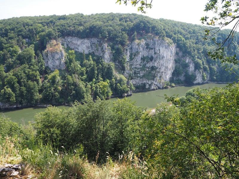 ... dem Erklimmen der mächtigen Felsen des Donaudurchbruch bei Kelheim ...