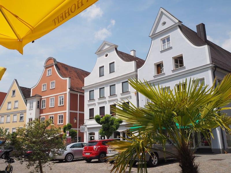 """... manchmal, ganz ehrlich, reicht zu all dem """"Abenteuer"""", auch einfach mal am Hauptplatz von Günzburg zu sitzen und in den sommerlichen Himmel zu starren ..."""