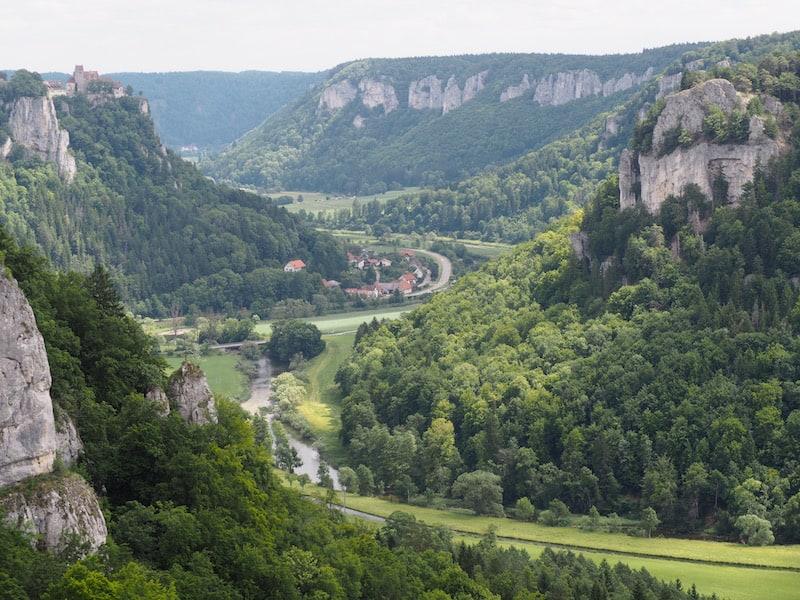 ... die vielen Aus- und Einblicke über das sanft geschwungene Donautal zu genießen.