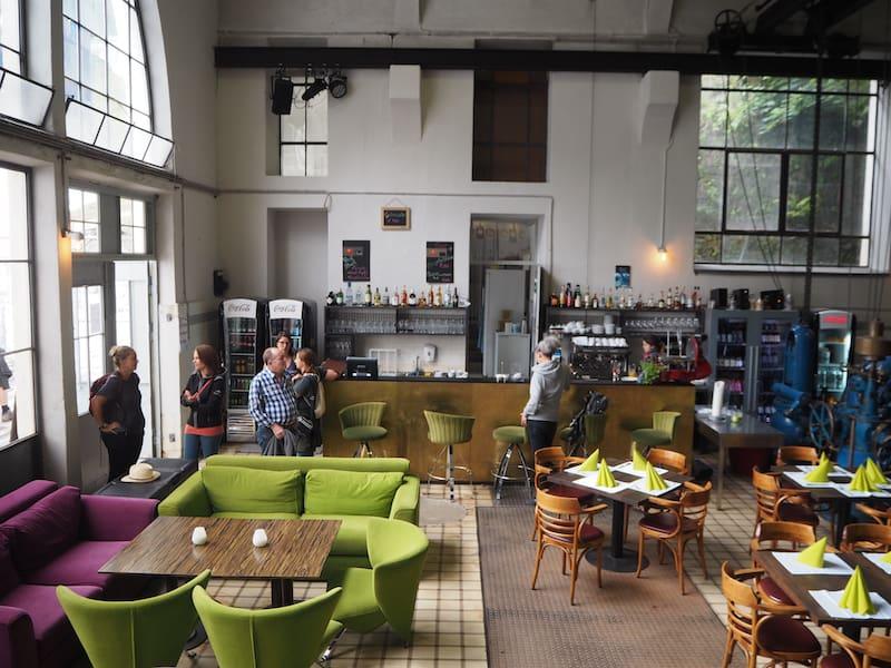 ... bietet das ehemalige Kraftwerk mittlerweile ein originelles Café