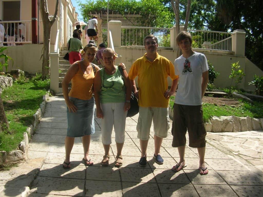 Mit der Family in Kuba : Herrschaftlich in Hemingway's vormaligem Haus auf der Insel, nahe der Hauptstadt Havanna ...