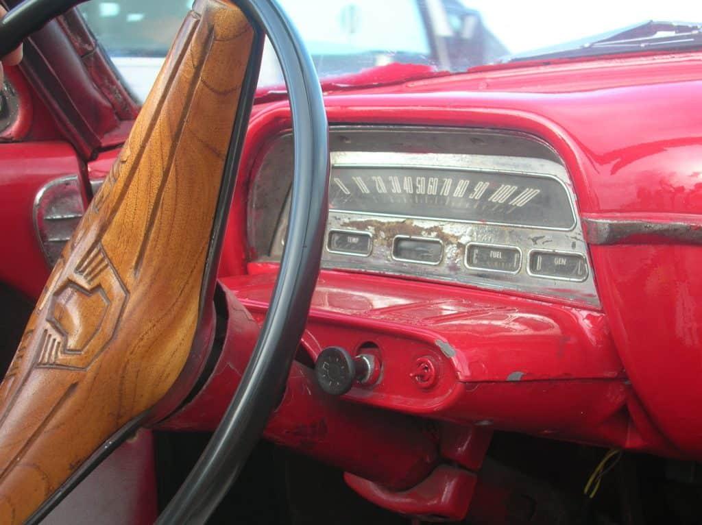 ... die Fahrt mit einem der schicken Schlitten, wie dieser Cadillac Baujahr 1957 (!) hier dürft Ihr Euch nicht entgehen lassen ...!