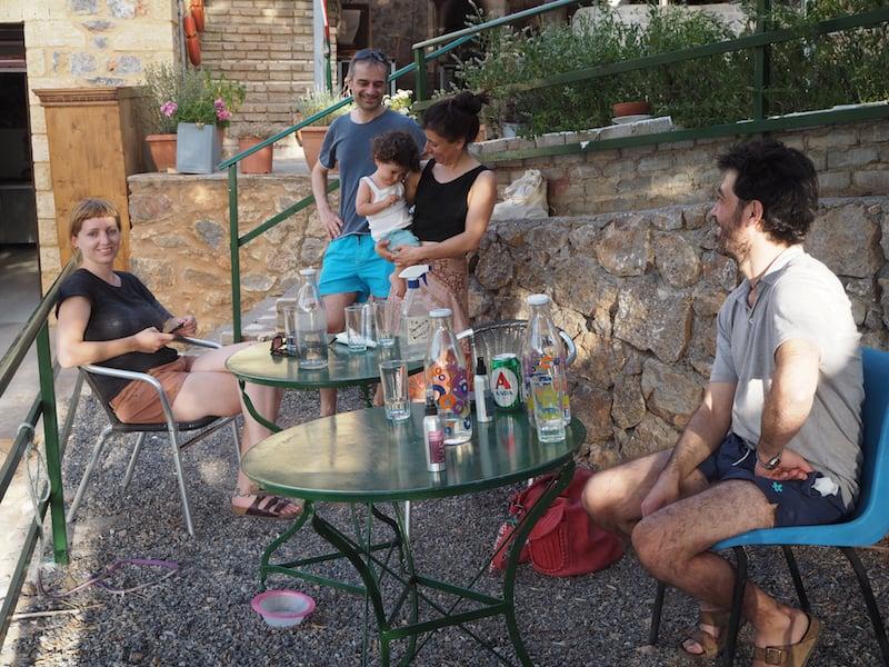 """... zur sogenannten """"Art Farm"""" des griechischen Unternehmers ..."""