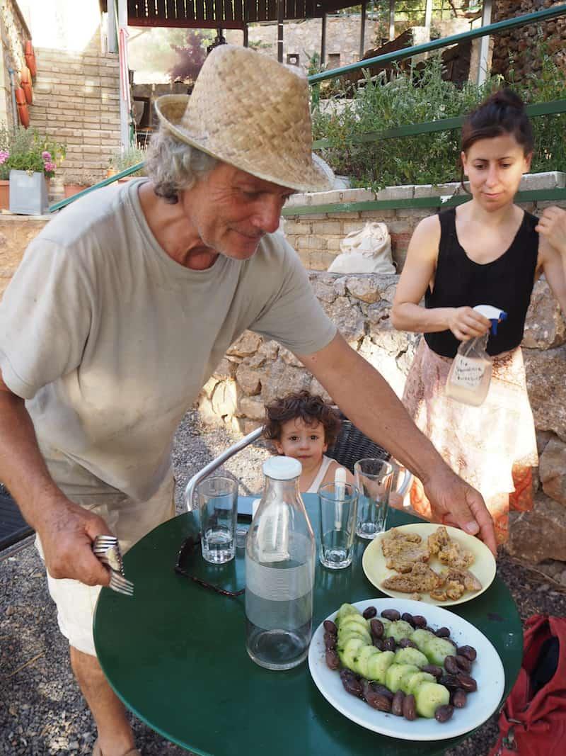 ... und deren Baumeister, kreativer Veranstalter und passionierter Landwirt Ioannis uns noch dazu ...