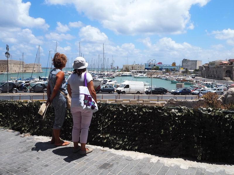 ... sowie einfach nur, der Blick auf den Hafen und die alte Stadtmauer in Heraklion: Kreta, ich sag' es Euch wie es ist, zahlt sich einfach zu jeder Jahreszeit aus!