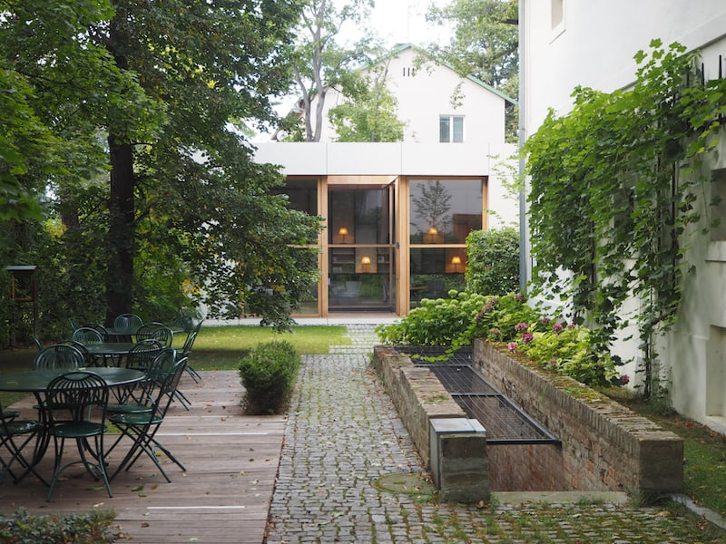 ... der Blick in den Garten, sowie das Gespräch mit Gastgeber Ernst Vogel verraten ...