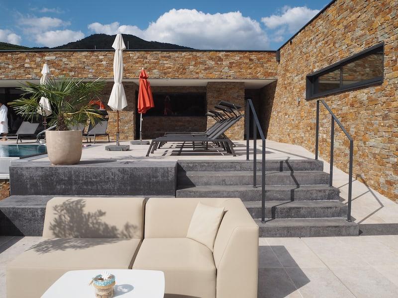 ... der neu gestaltete Wellness- und Outdoor-Pool-Bereich ist es sowieso ...