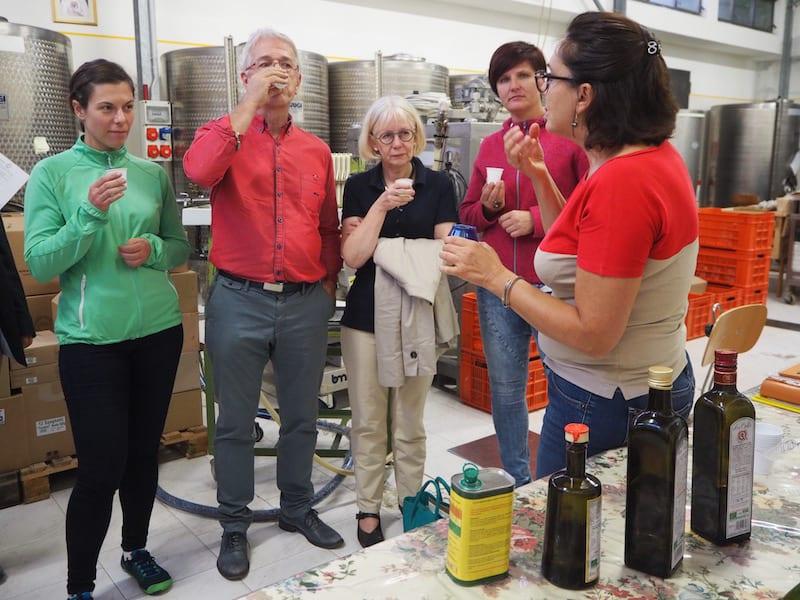"""... sämtliche Tipps & Tricks, sowie Geschichte des """"richtigen Verkostens"""" ihres Olivenöls zu lernen ..."""