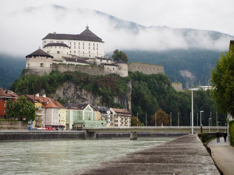 ... wenn der Herbst schon wirklich Einzug hält: Ich mag den Blick auf die Festung Kufstein sowie die bunten Häuserzeilen der Innenstadt Kufsteins.