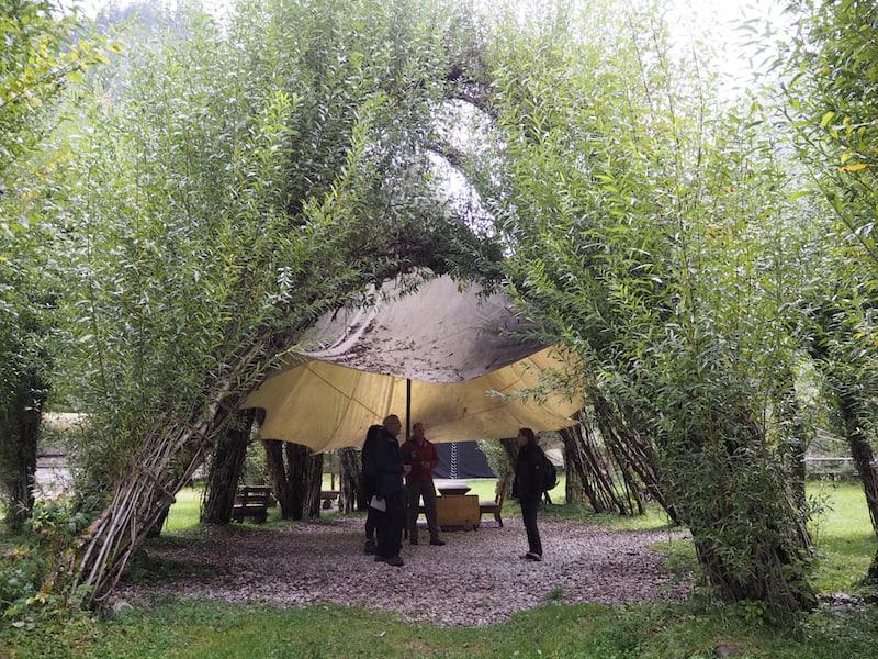 """Willkommen im Nationalpark Gesäuse! Neben dem Besucherzentrum in Admont bietet der """"Weidendom"""" die nächste Anlaufstelle für Natur- und Ruhesuchende ..."""