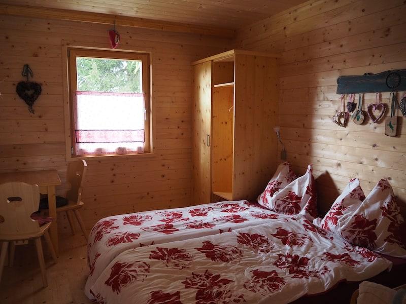 ... gemütliche Schlafzimmer, modern ausgestattet ...