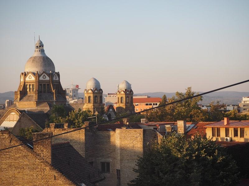 Im Morgengrauen hinaus aus der Stadt Novi Sad ...