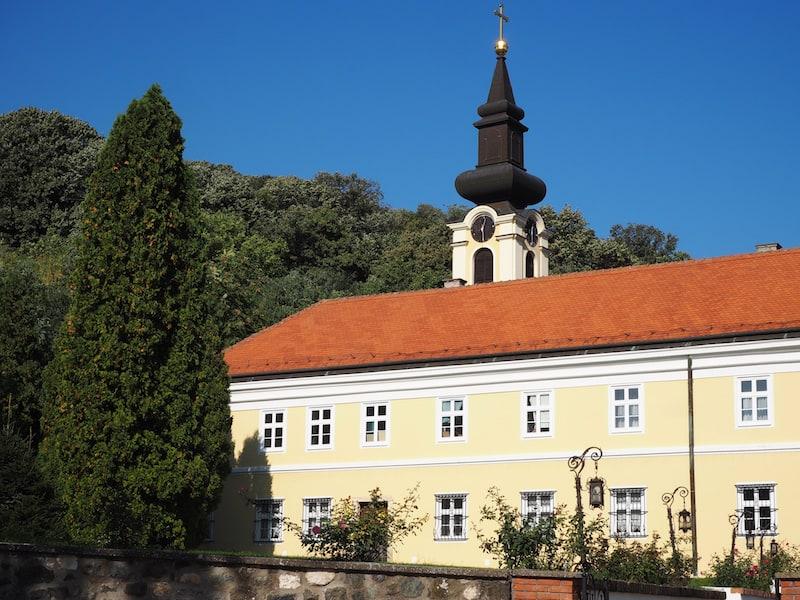 Tipp : Auf dem Weg zur Ranch Dobro Prase könnt Ihr übrigens auch an diesem Kloster Halt machen ...