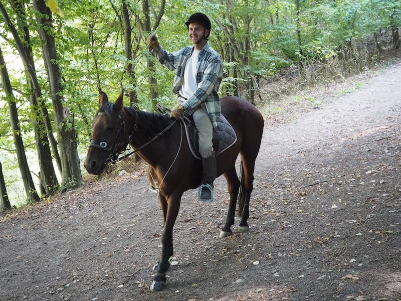 Danke, lieber Dragan, für die gute Unterhaltung und den Wald- und Wiesenspaziergang hoch zu Pferde ...