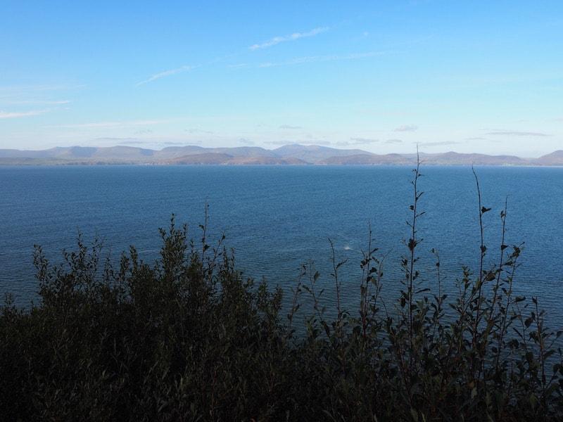"""Unser erster Halt / Blick auf die Küstenlandschaften Westirlands ringt uns ein Staunen ab: """"Hier sieht's ja aus wie in Neuseeland"""", erfährt es mir alter Neuseelandliebe spontan.!"""