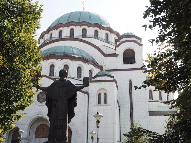 Nicht weit entfernt davon, steht die Heilige Sava Kirche,
