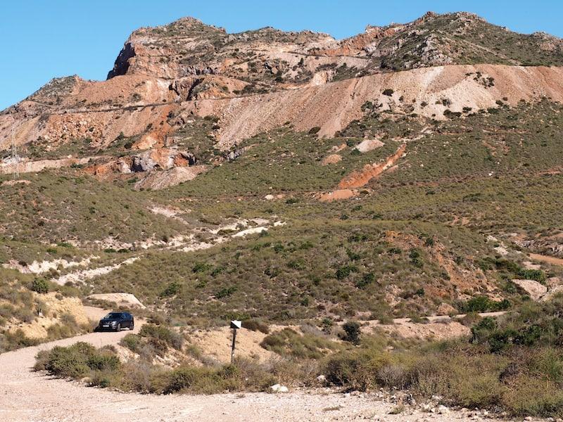 ... auch das Hinterland zur Küste fasziniert mit seinen spektakulären Gesteinsformationen ...