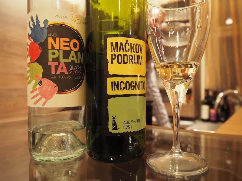 ... uns Erwachsene zieht es bald darauf mehr zum Wein ...