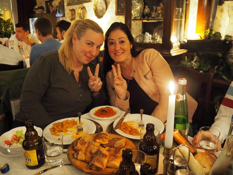 ... die Speisen sind in jedem Fall sehr gelungen: Mahlzeit Aleksandra, Christina (von links nach rechts)!