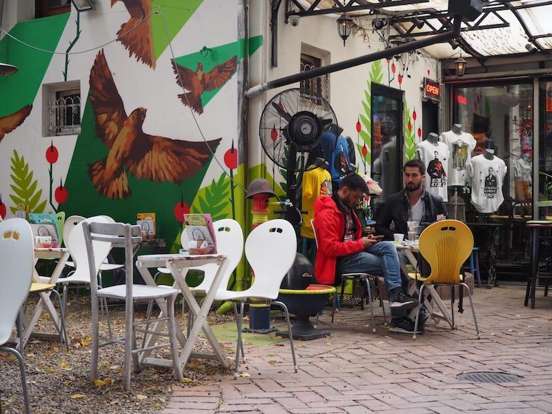 In unmittelbarer Nähe befindet sich diese coole Café /