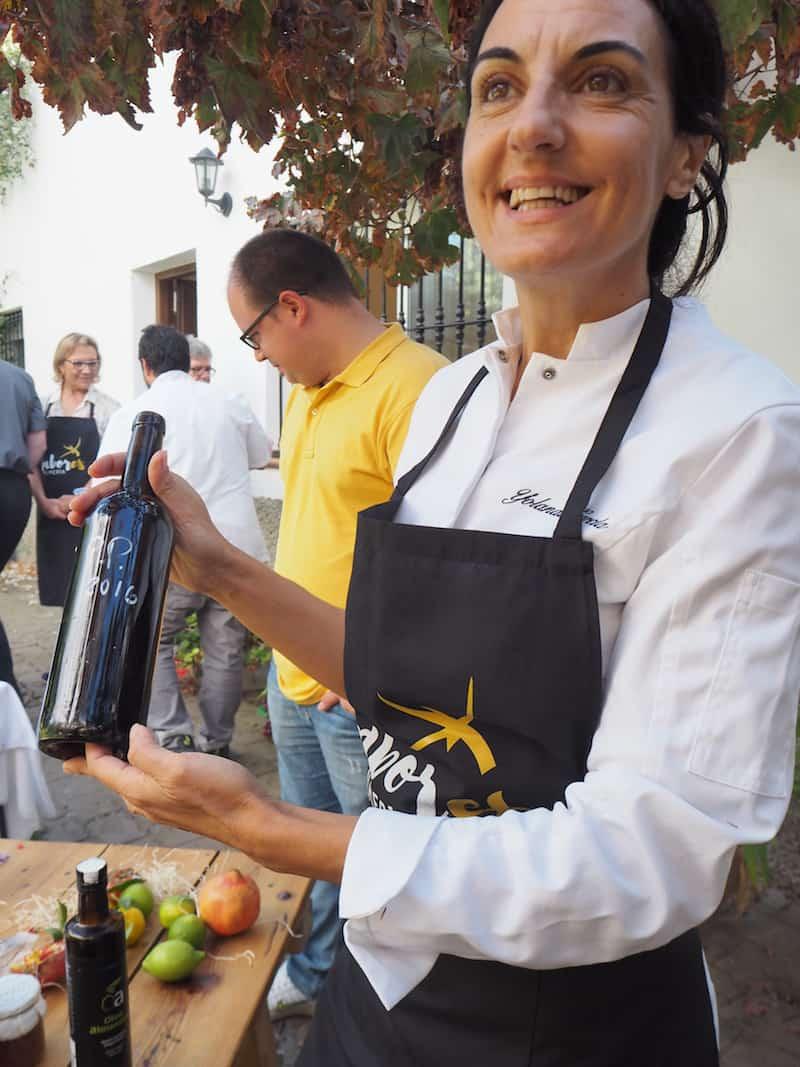 ... und führt uns schließlich zu der ausgezeichneten Köchin Yolanda García ...