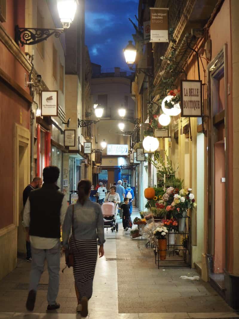 Zu guter Letzt hilft nur, erneut in das genussvolle Stadtleben von Almería einzutauchen ...