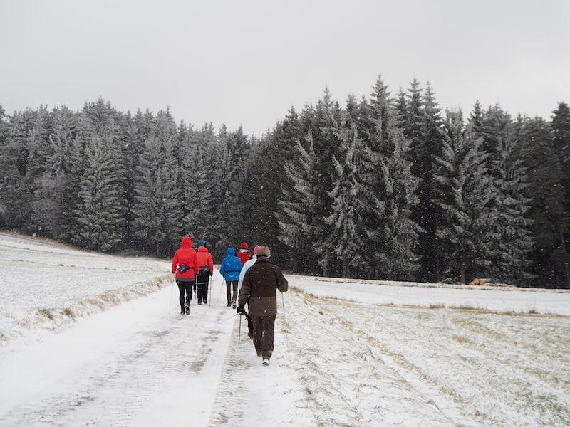 """... vor dem """"Futterneid fliehen"""": Zum Beispiel beim aktiven Sportprogramm in der frischen Luft und Natur ringsum ..."""