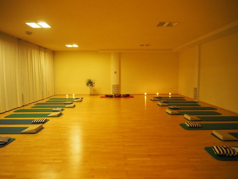 Achtsamkeit erfuhr ich auch im spannenden Fasten-Begleit-Programm des Gesundheitshotel Klosterberg, zum Beispiel bei der wunderschön stimmigen Klangschalen-Meditation.