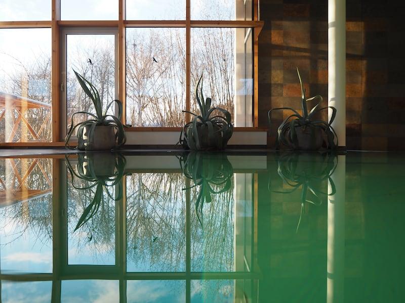 Mein schönster Rückzugsort in diesen Tagen: Der großzügige Pool im Gesundheitshotel Klosterberg.