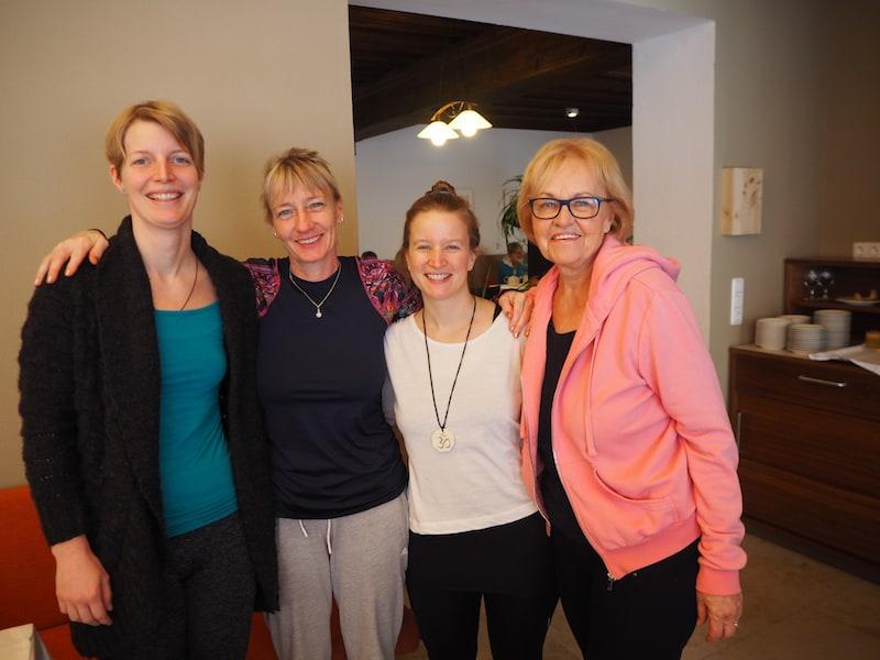 """Die Gemeinschaft macht's aus: Ich mit """"meinen Mädels"""" Christine, Steffi und Elfi (von links nach rechts)."""