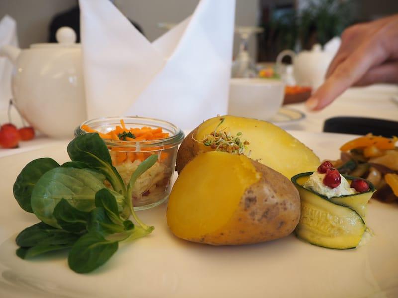 ... gefolgt von der ersten, der einzigartig gut schmeckenden Mahlzeit am letzten Tag: Ein einfacher Gemüseteller, der noch nie so gut geschmeckt hat.