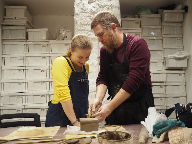 """... ein lokaler Keramikkünstler, der die Leidenschaft für """"guten Ton"""" nur allzu gerne an Besucher weitergibt ..."""