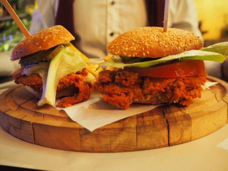 ... hier gibt es köstliche, vegetarische Burger wie diesen hier ...