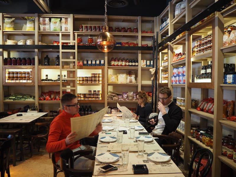"""... und über das Mayka hinaus lohnt auch das Restaurant Manufaktura (""""von Hand gemacht"""") Euren Besuch:"""