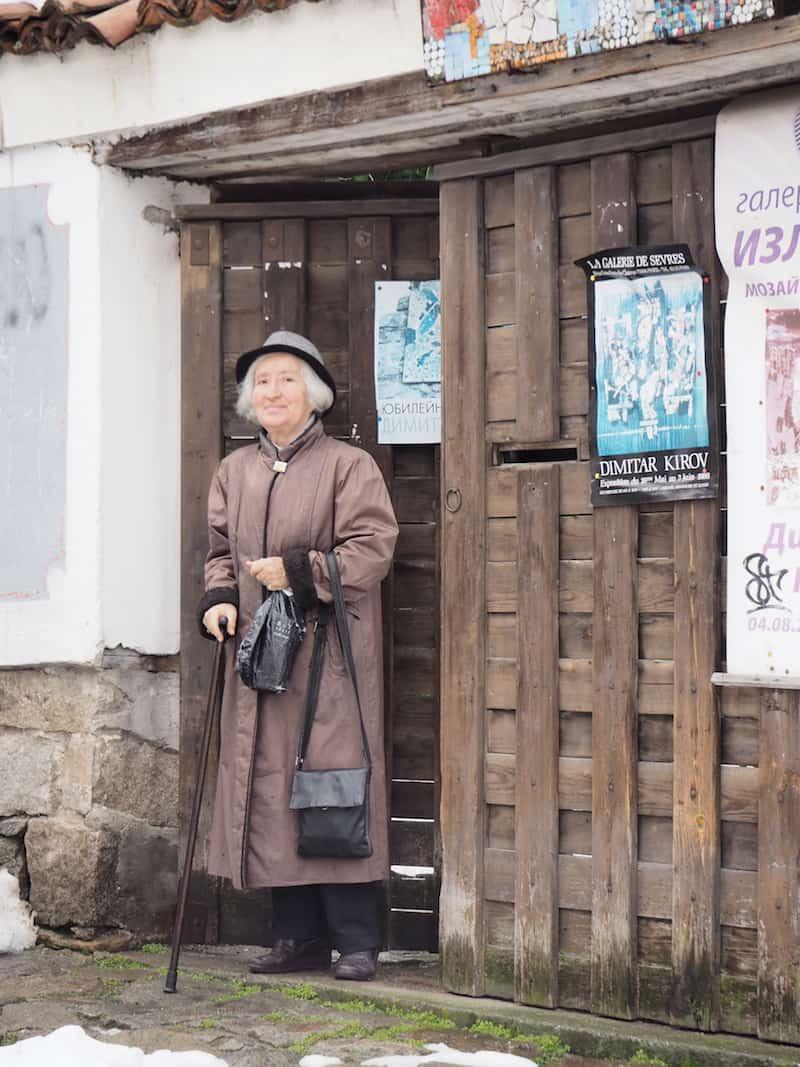 ... wir sehen uns zwischenzeitlich mal in der Innenstadt um und entdecken dabei diese charmante Dame, einst Balletttänzerin und Sängerin wie sie uns frohgemut verrät ...