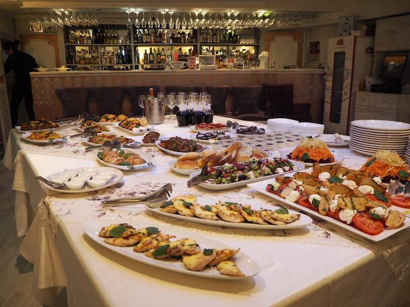 Kulinarisch kann ich Euch weiters das Restaurant ... im Herzen der Altstadt Plovdiv's empfehlen ...