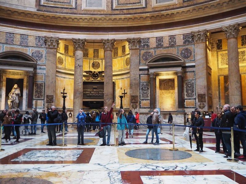 ... uns das weltberühmte Pantheon ...