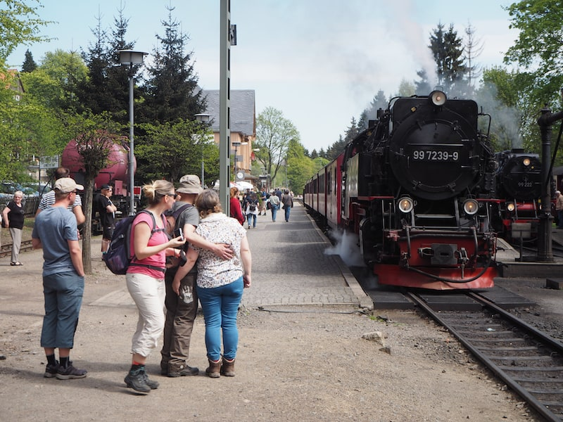 """... wie gut, dass der Harz auch die """"Pensionisten-Option"""", sprich die Reise mit der alten Dampflokomotive bietet !"""