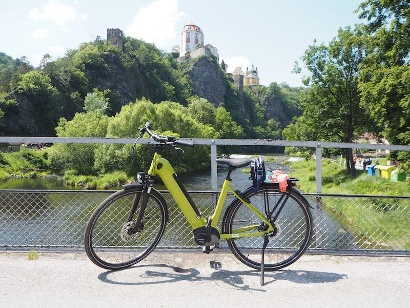 ... und so bedeutet der Ausflug auf die tschechische Seite des Nationalparks auch immer einen Ausflug in die Geschichte, wie auch hier an der Wehrburg Varnov in der Kleinstadt mit demselben Namen deutlich wird ...