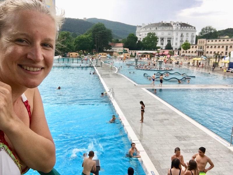 ... und so klingt unser Besuch in Baden bei Wien diesmal aus: Mit einer gemütlichen Thermalwasser-Stunde im historischen Jugendstil-Strandbad der Stadt!