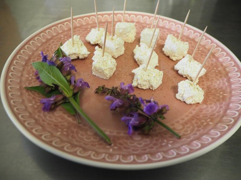 ... verkosten wir die hiesigen Milch- und Molkereiprodukte und stellen fest, wie himmlisch diese schmecken!
