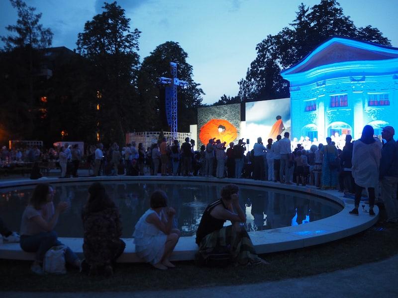 Auch die Eröffnung des Fotofestivals vor der Orangerie im Doblhoffpark war ein Glanzstück ...