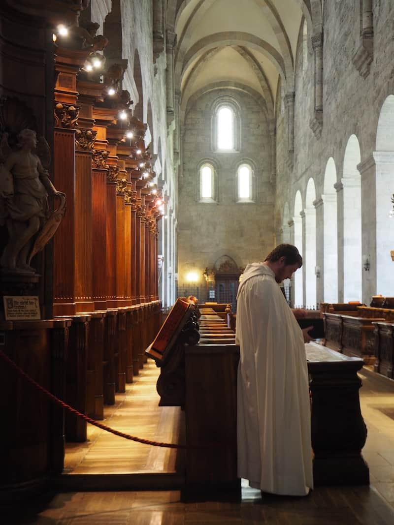 ... hier sind vor allem die Chorgebete der Zisterzienser-Mönche